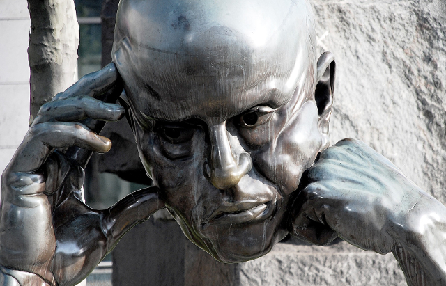 'Denkpartner' by Hans-Jörg Limbach, 1980 (sculpture of the head of a man in deep thought)